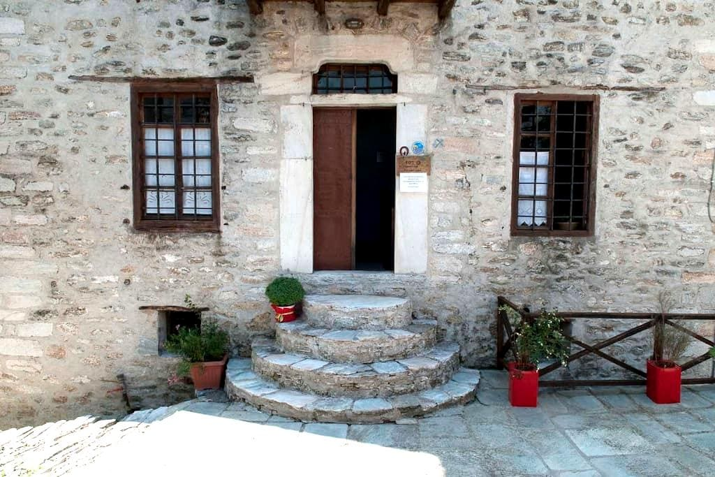 Αλατίνος Παραδοσιακό Αρχοντικό - Βόλος Μαγνησίας - Bed & Breakfast