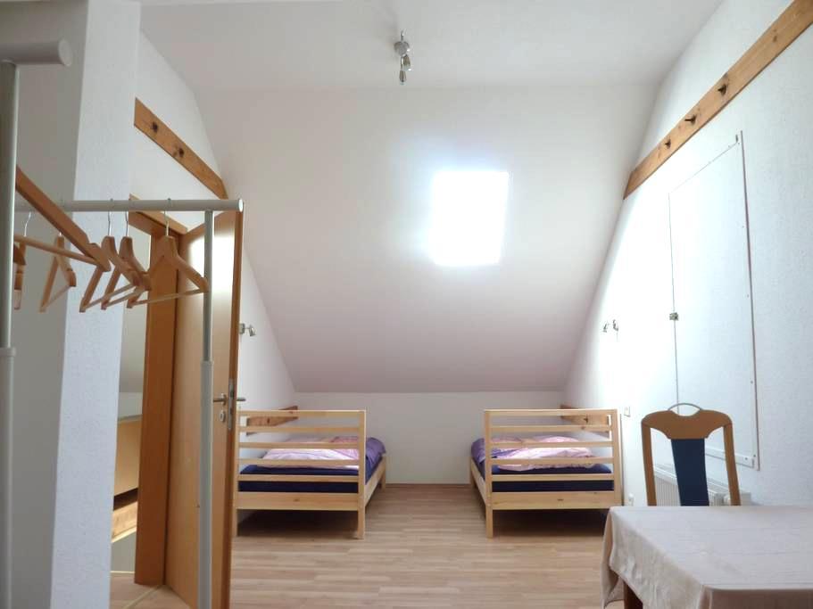 Unterkunft im Stile einer Herberge, Zimmer 3 - Edingen-Neckarhausen - House