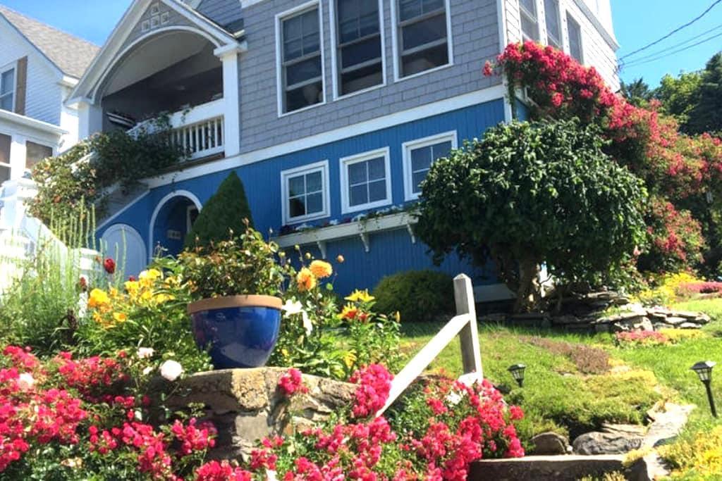 Charming Peaks Island Suite - Portland