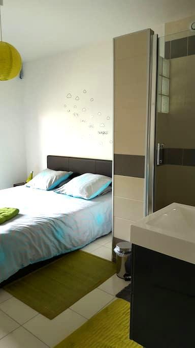 Chambre avec grande douche privée - Lisieux - Rumah