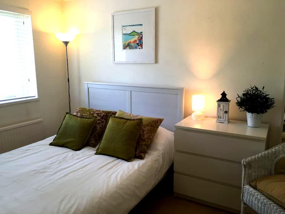 Bright double room: Central Windsor - Windsor - House