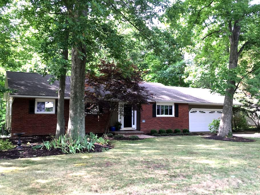 Country Ranch Home on 1-Acre - Painesville - House