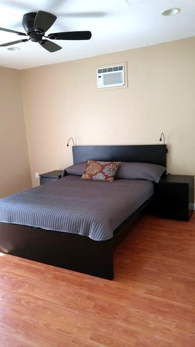 Modern bedroom-Private bath - Garden Grove - Dom