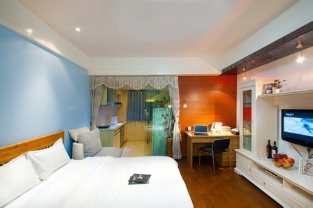 Deluxe King Room,MTR station