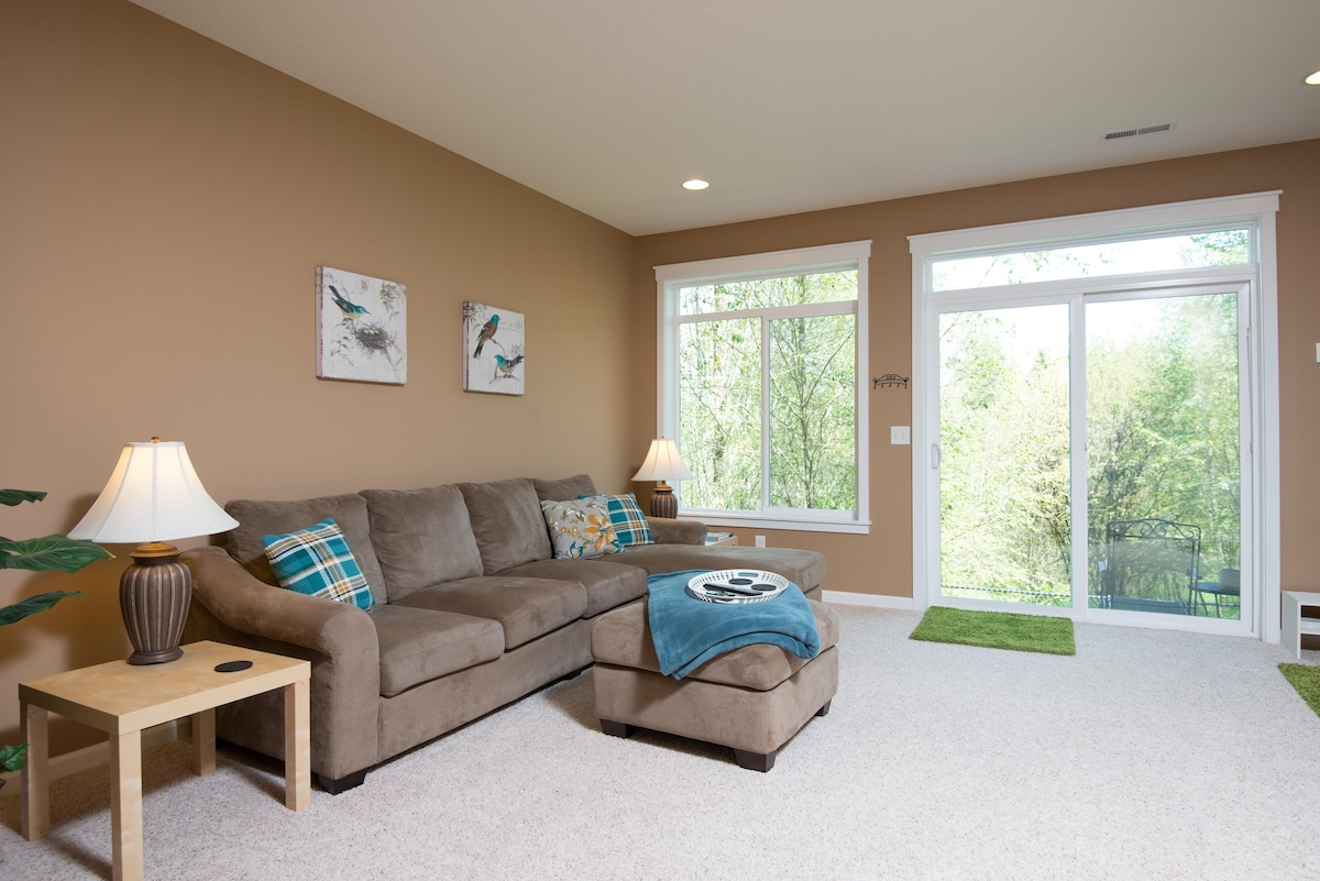 Private Suite - North Vancouver Hub