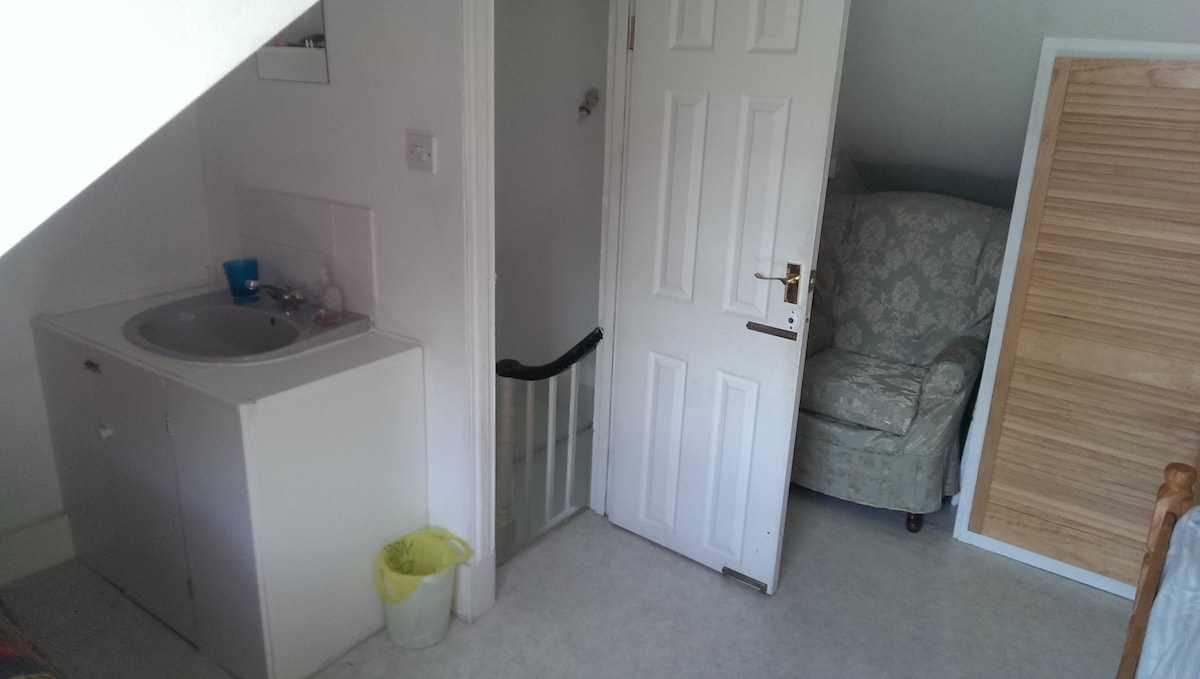 En-suite basin with hot and cold water and access stairs