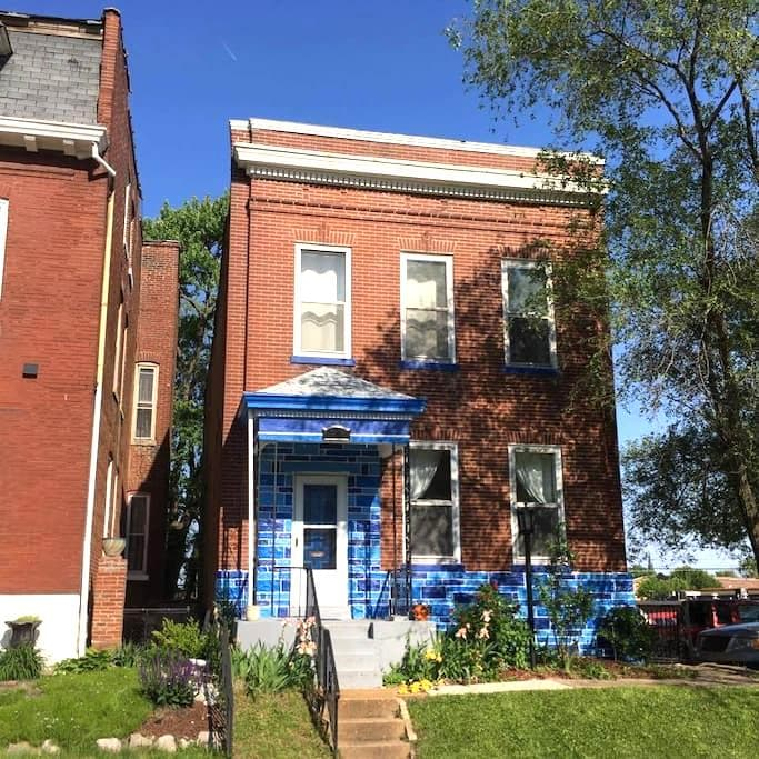 The Blue House off Cherokee Street. - St. Louis - House