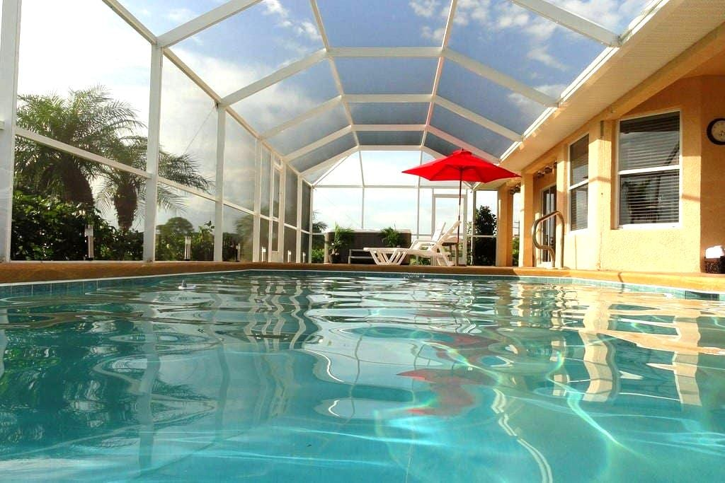 Pool Home on Golf course! - Lehigh Acres