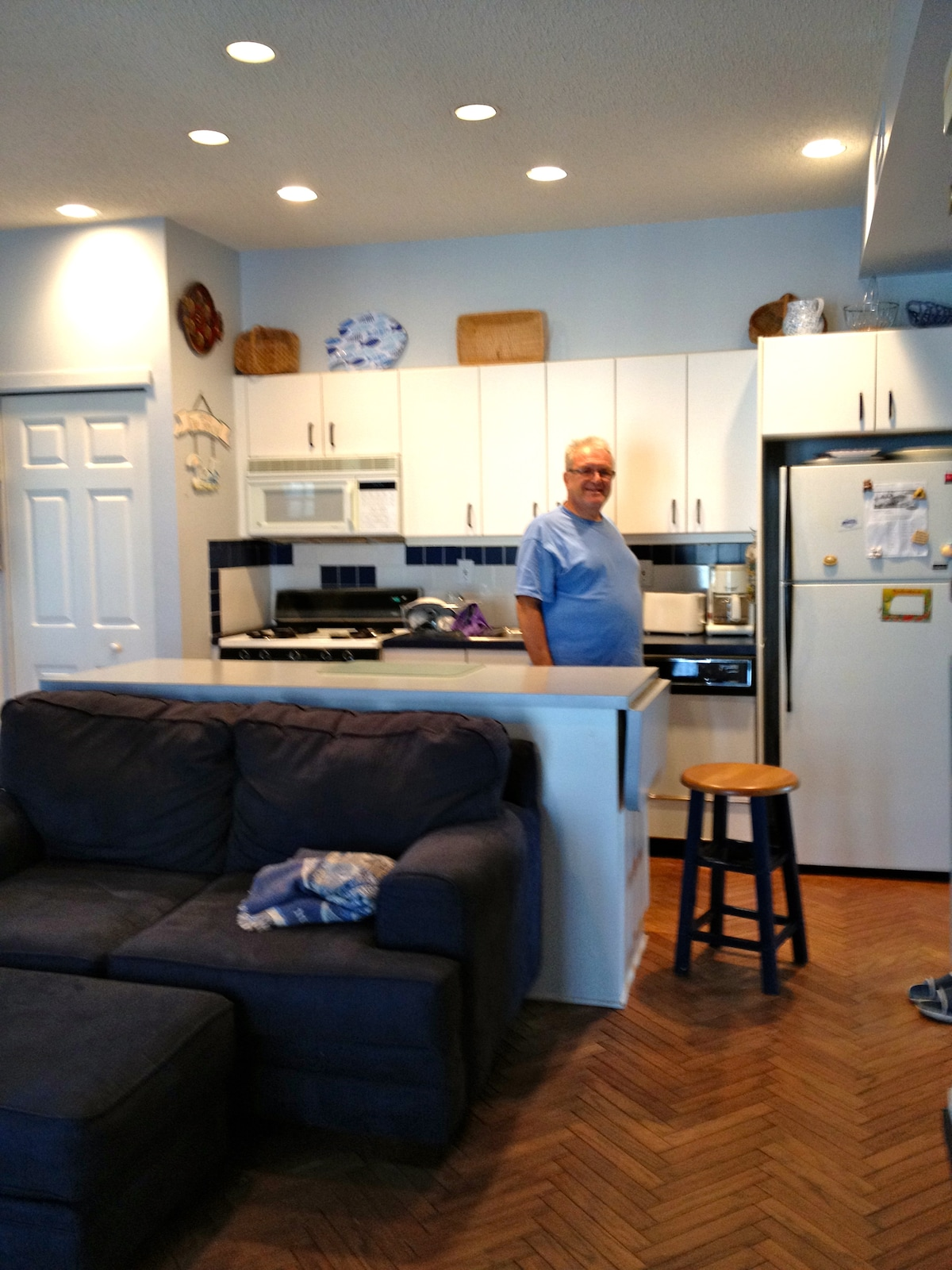 3BD Apartment One Block From Beach