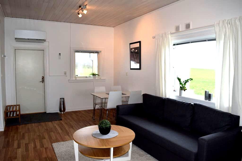 Lantlig gäststuga med altan, Båstad, Mellbystrand - Edenberga - Dům pro hosty