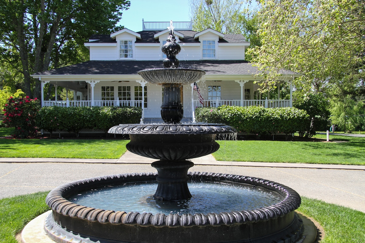 Fountain in middle of circular driveway