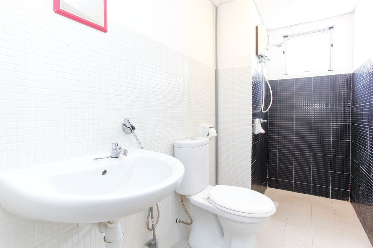 Your Own Private Ensuite Bathroom With Electric Shower
