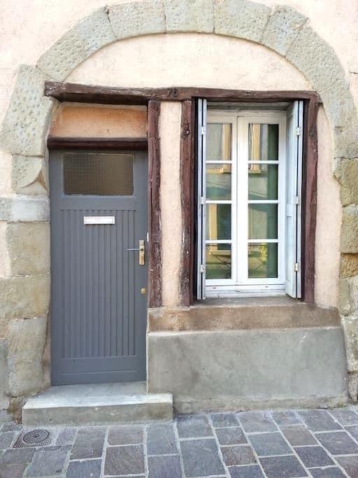 THE FORMER MARKET STALL - Carcassonne