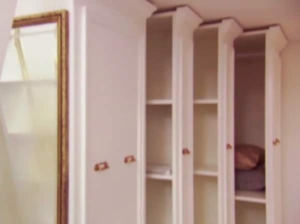 4 wardrobes for ample hanging and folded storage.