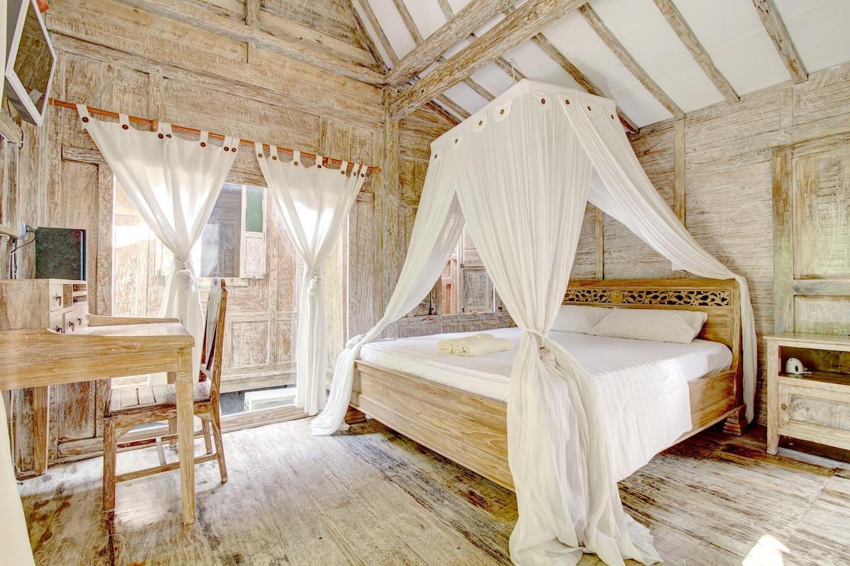 Antique garden cabins with HEART! 3
