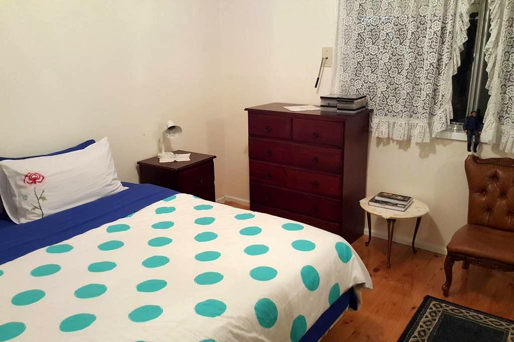 Melbourne Airport Accomodation (Double bedroom) - Keilor East