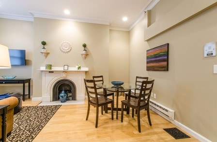 [1277] 1BR on Beacon St - Back Bay