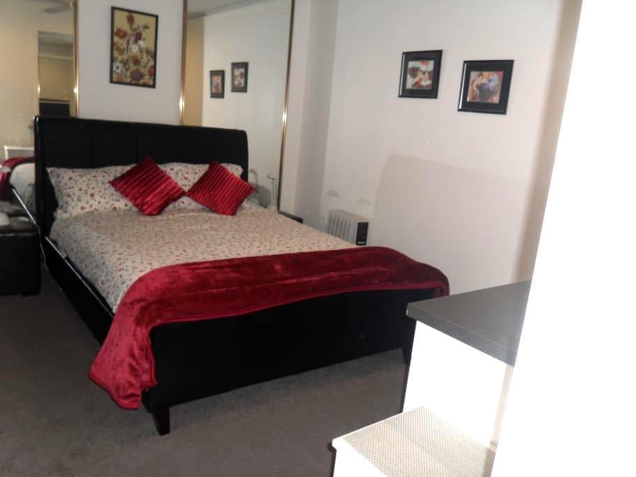 HENDERS CORNER  at CHANLEIGH - Forest Hill - Apartamento