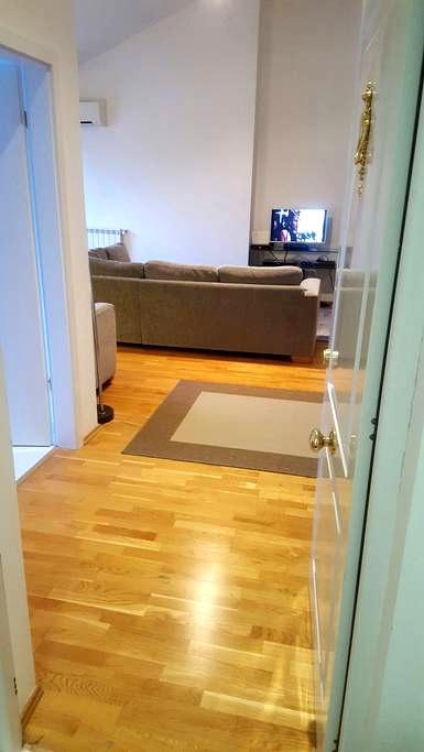 Cozy summer apartament with pool - Voluntari - Apartamento
