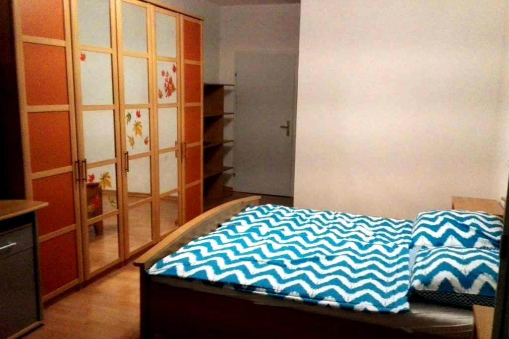 Top Zimmer mit genialen Stadtblick - Graz - Apartment
