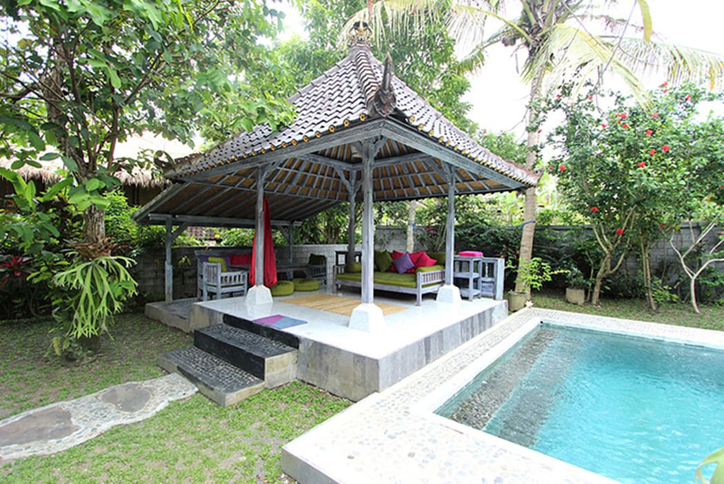 Private, bottom unit apartment with sole use of saltwater pool and bale with outside dining area