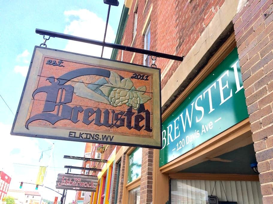 Brewstel - Brew Shop & Hostel - Elkins - Dorm