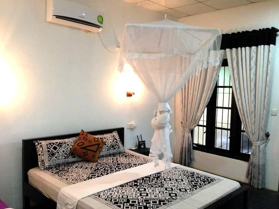 Sanka Mash  Holiday Inn Sigiriya - Sigiriya - Villa