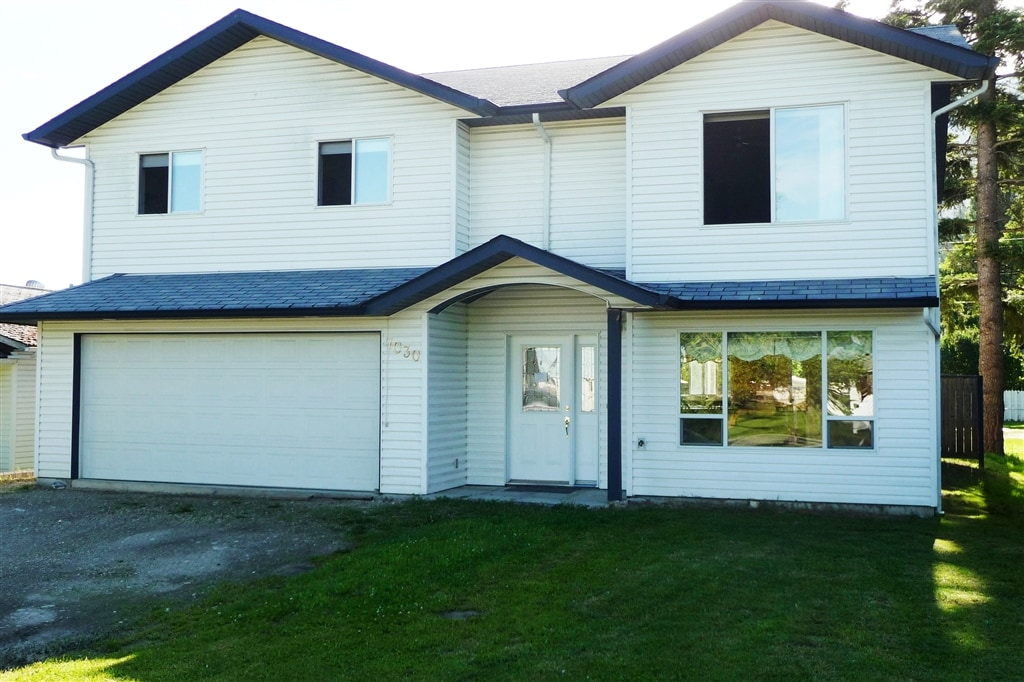 Large, Bright 4 Bed Shuswap Home!
