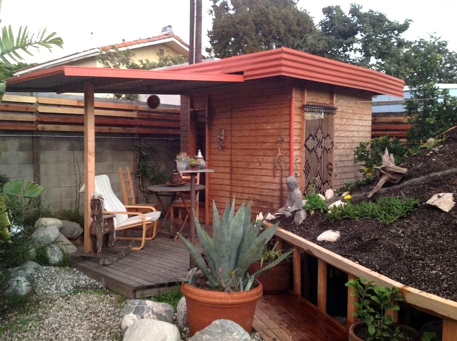 Tiny Home in Artistic Oasis near Venice and LAX - Los Angeles