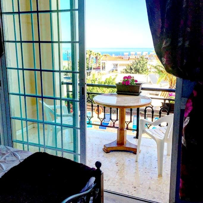 Double bed,yoga, 5 mins from beach - Neo Chorio
