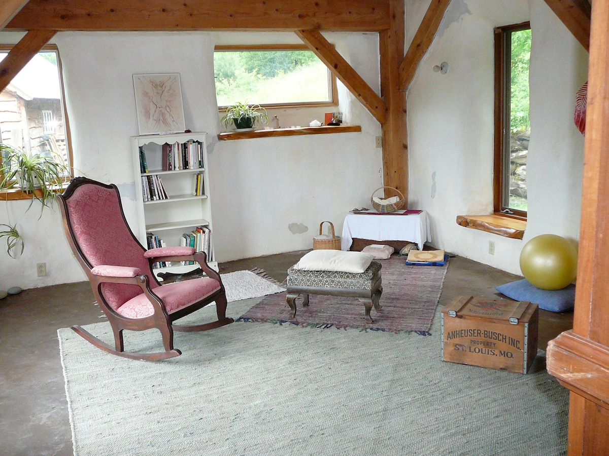 Sweet Strawbale Studio in Tunbridge