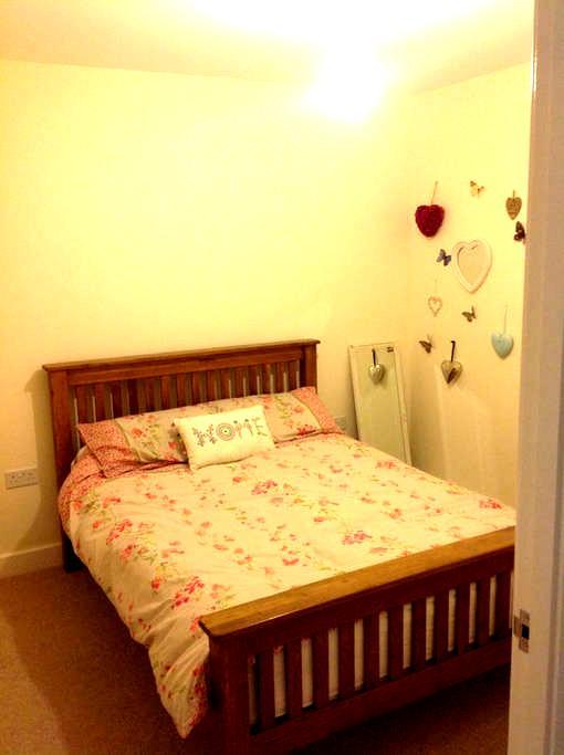 Pretty double room close to beaches ~ coastal walk - Bideford - 단독주택