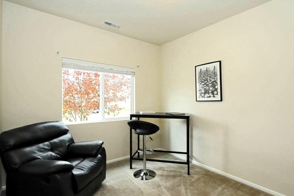 Relaxing small bedroom for 1 - Bothell - Huis