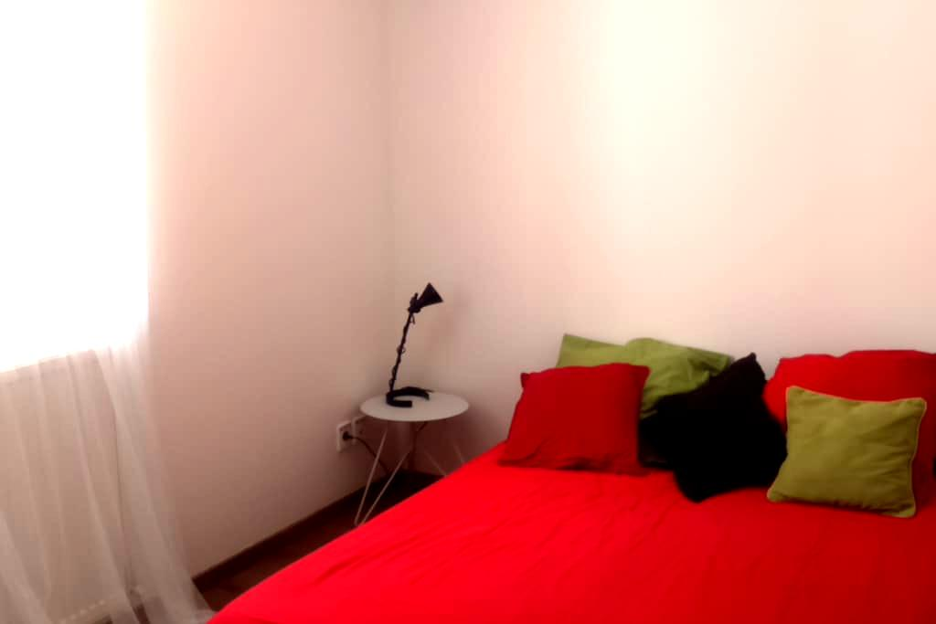 Red room - Chambéry - Apartamento