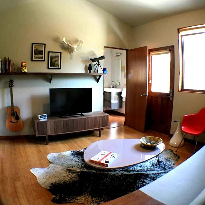 Modern Old Town Apartment in the Sky - Fort Collins - Huoneisto