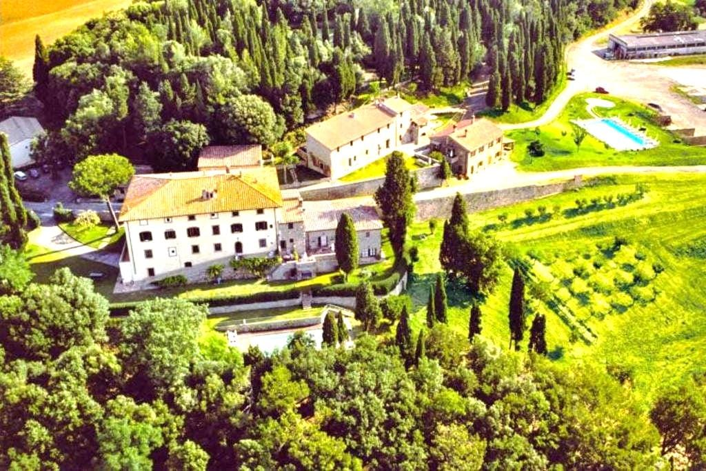 10th century country apartment with terrace & pool - Gambassi Terme