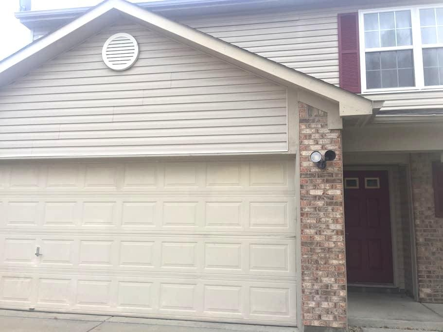 Safe, Cozy & Modern 3BD, Great Location - Indianapolis - House