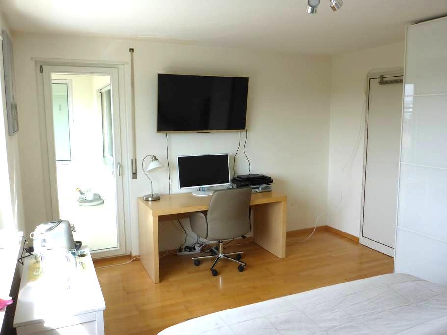 Modernes Zimmer direkt am Flughafen - Glattbrugg