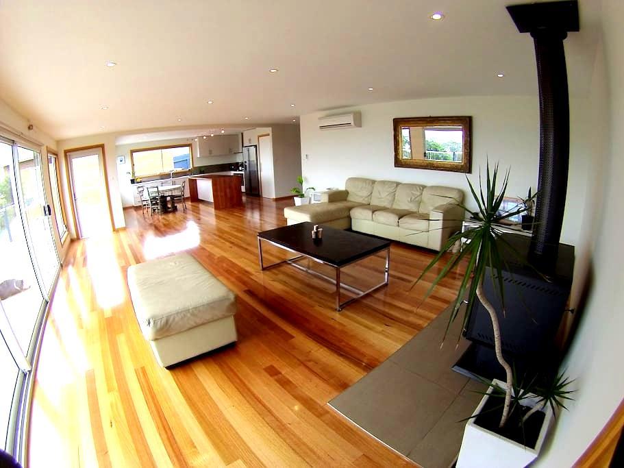 The Beach House - Bayside Room - Dodges Ferry - Casa