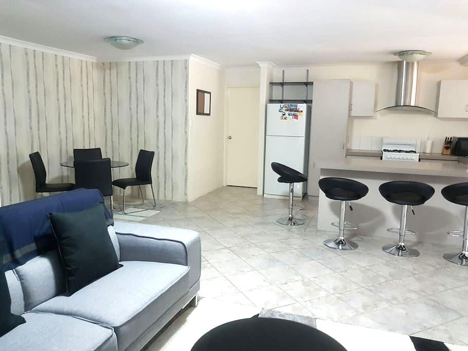 Twin Bedroom near Perth Airports & CBD - Redcliffe