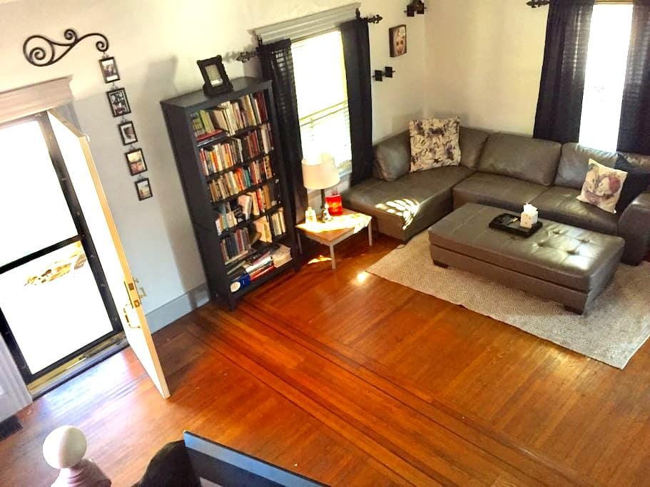 Promo Price! Private Bed & Bath, Central Location - Lakewood - Hus