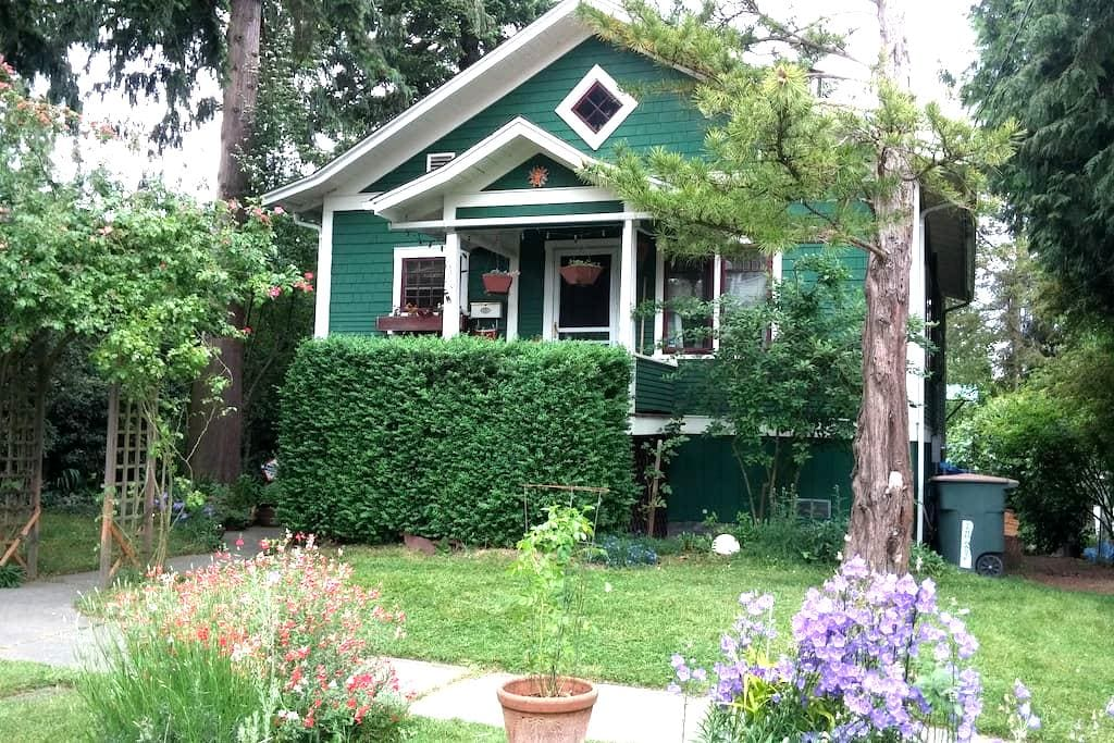 Redwing Street Air B&B - Seattle - House