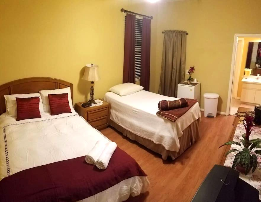 Charming private room + mini-fridge - Tampa - Casa