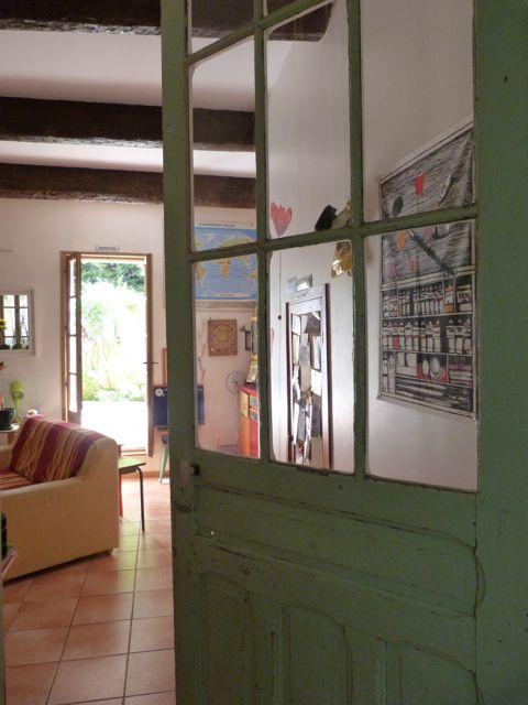Maison de village haute en couleurs