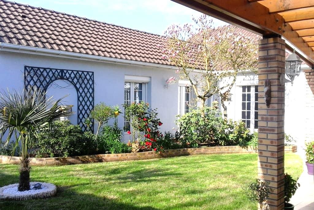 Modern house with garden - Thivars - Rumah