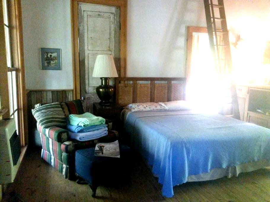 Rustic cabin - hikers encouraged! - Saint Francisville - Cabaña