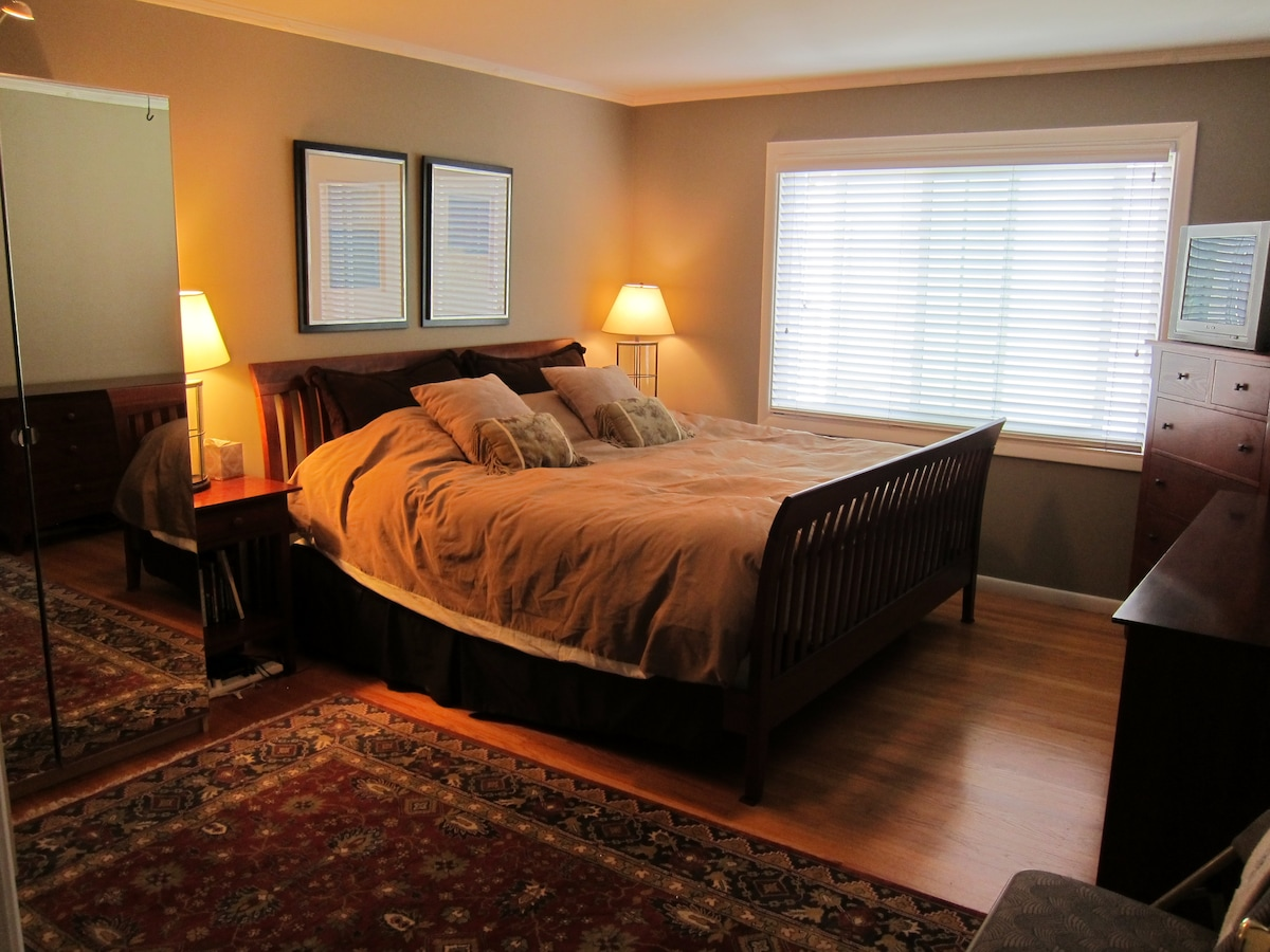 Master bedroom w/ HUGE Eastern King bed, lots of dresser and closet space. (view from doorway)