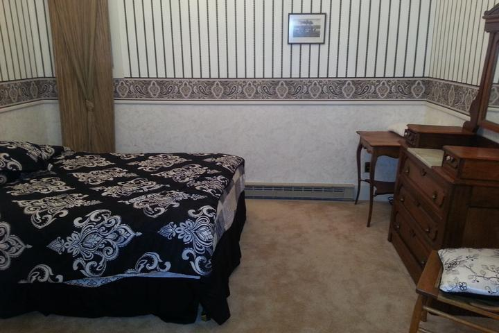 Double private room queen bed #2