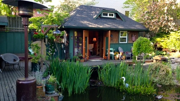 Pond-side self contained cottage!