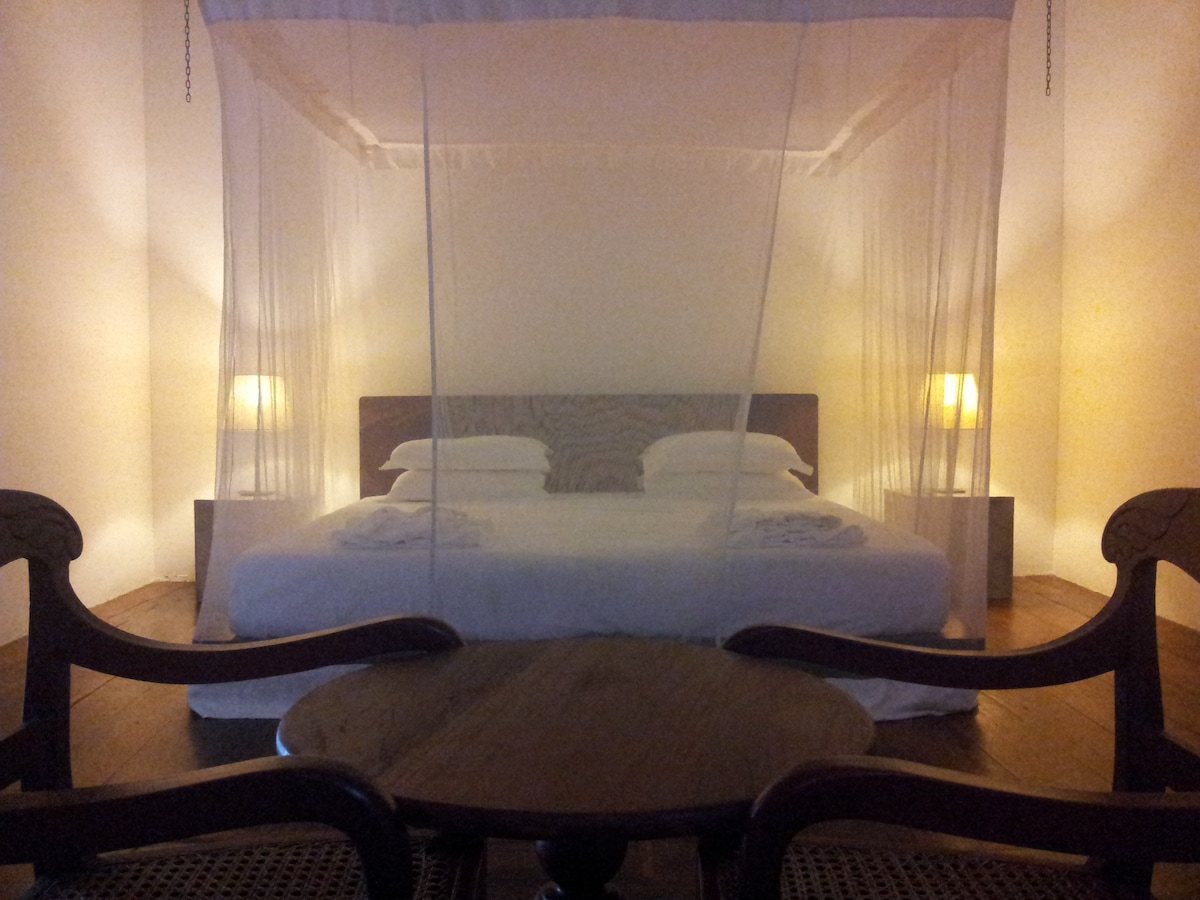 Luxury AC room in Galle Fort, 01